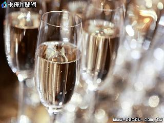 [新聞] 包場開趴狂歡迎新年 晶英微醺之夜飲美酒