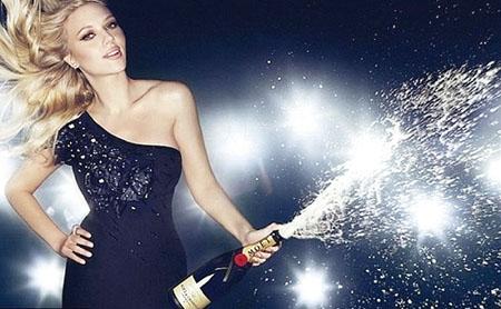 [新聞] 派對寵兒:拿出喝香檳的專業範兒