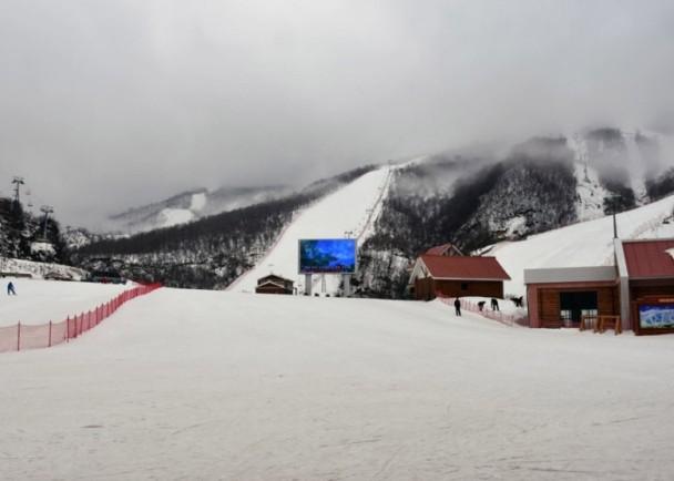[新聞]  金正恩下旨千金打造 北韓唯一滑雪場極冷清