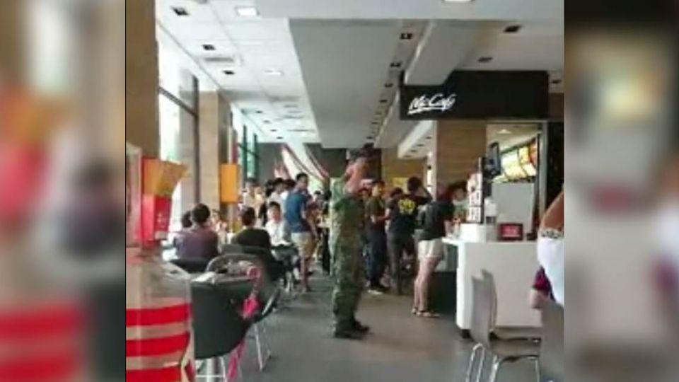 [新聞]「我會用槍保護全國人民」國軍麥當勞真情告白 民眾拍手叫好